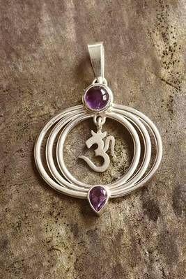 Simbolul OM din argint cu cristal de ametist
